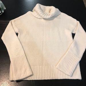 White Gap turtle neck sweater size Medium